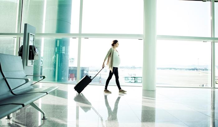 Phụ nữ mang thai đi máy bay cần giấy tờ gì